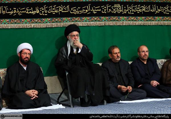 اقامة مراسم ليلة عاشوراء بمشاركة قائد الثورة في حسينية الامام الخميني (رض)