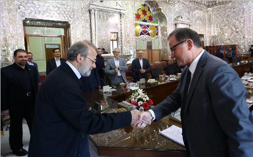 لاریجانی: المفاوضات السیاسیة هی الطریق الوحید للتغلب علی الصعوبات
