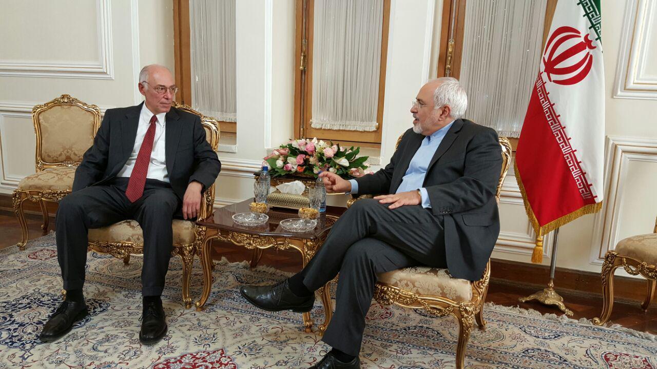 ظريف يستقبل السفير اليوناني لدى طهران
