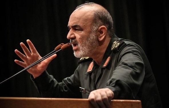 العميد سلامي: الحرس الثوري بصدد تزويد صواريخ بمواد تخفيها عن الرادار
