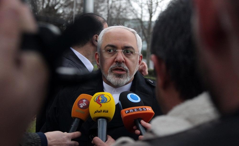 ظريف: حل الأزمة السورية مرهون بالخيار السياسي ومحاربة الجماعات التكفيرية