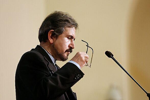 الخارجية الايرانية تتابع موضوع اعتقال ايرانيين في الكويت
