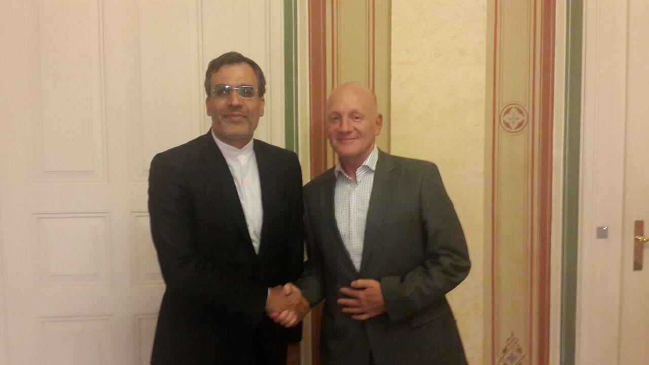 جابری انصاری يبحث مع مساعد وزیر الخارجیة السویسری الأزمة السورية