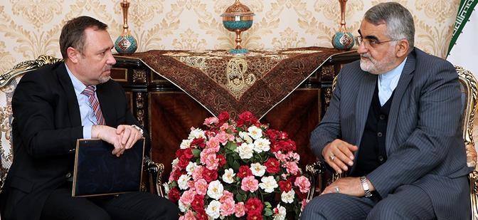 بروجردي : التدخل العسكري للدول الاجنبية في المنطقة يقود الى تصعيد التوتر