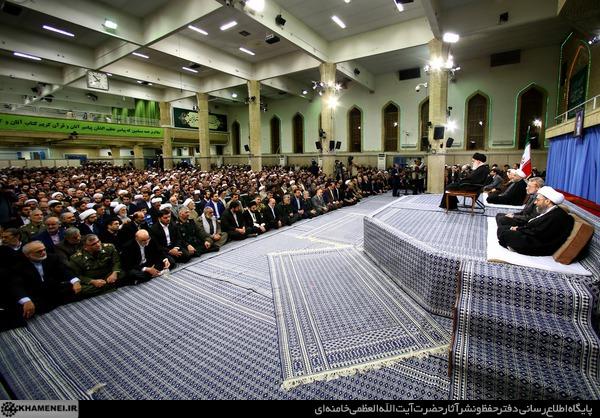 قائد الثورة: العالم الاسلامي يواجه محن كبرى وسبيل الحل هو الوحدة الاسلامية