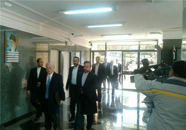 بدء محادثات صالحي وامانو في طهران