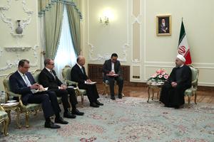 الرئيس الايراني: الاتفاق النووي رهن بالتزام جميع الاطراف بتعهداتها