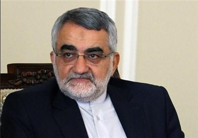 ظريف يؤكد على استمرار التعاون بين وزارة الخارجية واللجنة