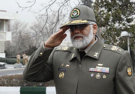 قائد القوة البرية الايرانية يتفقد قاعدة الشهيد ياسيني