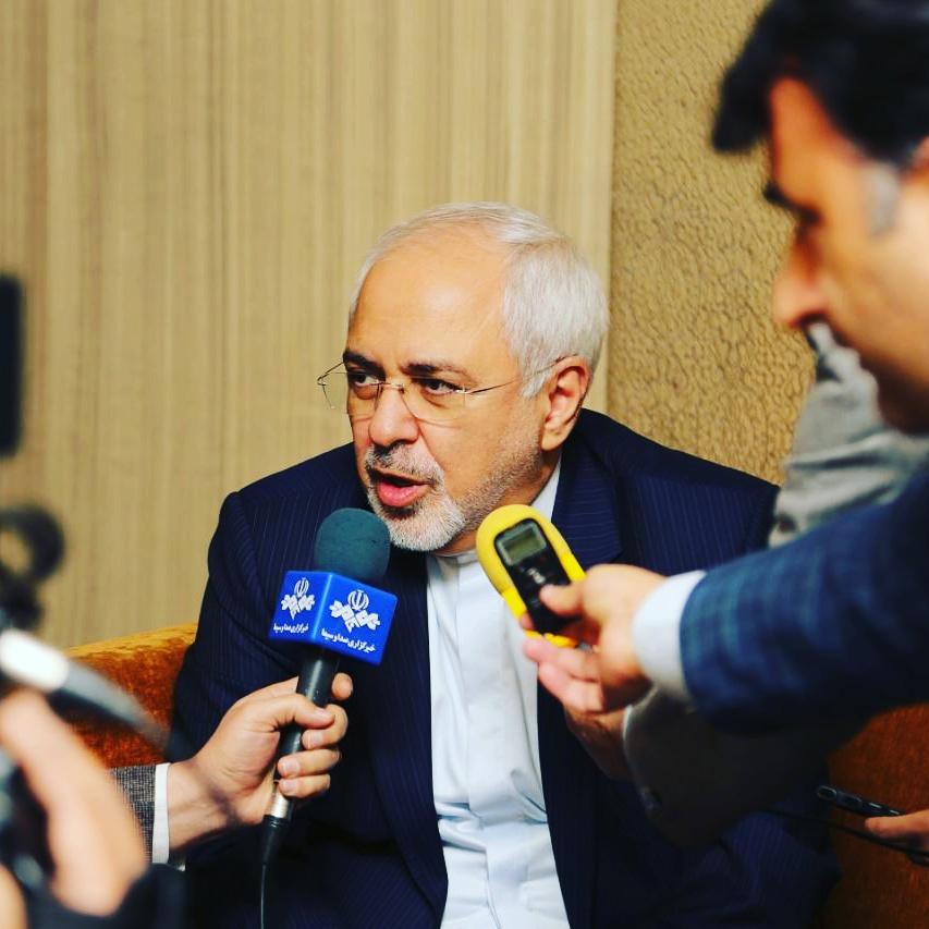 ظريف: تمديد الحظر يدل على عدم مصداقية اميركا