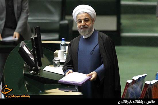 الرئيس روحاني يقدم مشروع الميزانية المالية للعام القادم للبرلمان