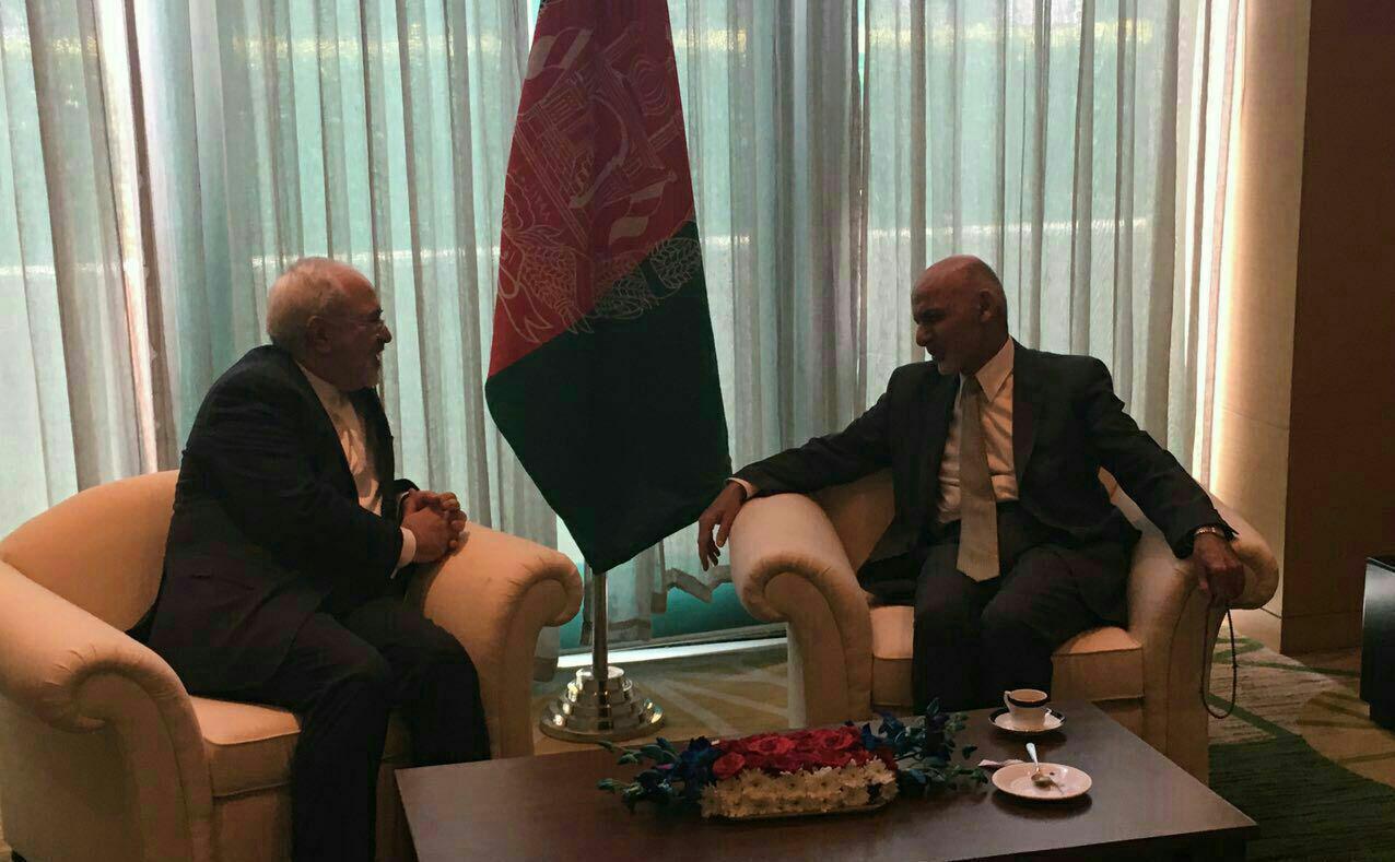 ظريف يلتقي الرئيس الافغاني ونظيره القرغيزي على هامش مؤتمر