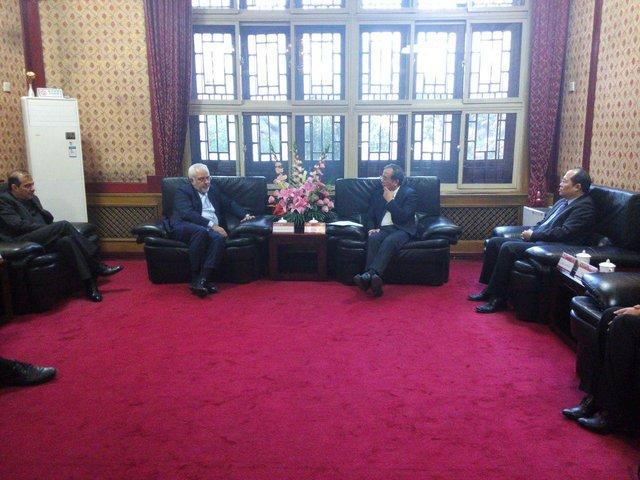 ظريف يلتقي رئيس جامعة بكين