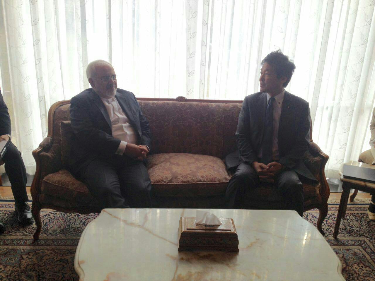 مساعد وزير الخارجية الياباني للشؤون البرلمانية يلتقي ظريف