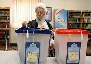 مراجع الدين بقم المقدسة يدلون بأصواتهم في الانتخابات +صور