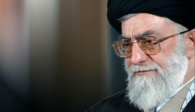 قائد الثورة الاسلامية يحذر من تغلغل الأعداء عبر السبل المختلفة