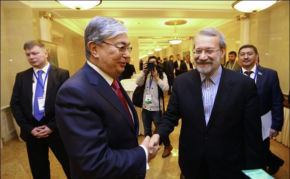 لاريجاني يؤكد على ضرورة تعزيز العلاقات بين طهران و آستانه