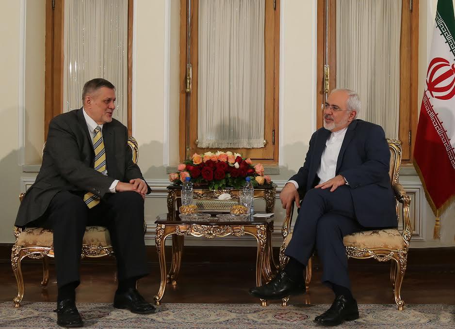 ظريف يؤكد على ضرورة الاهتمام بقضابا الشعب العراقي و النظرة الانسانية اليها.