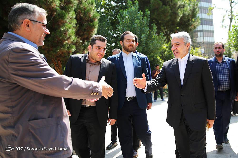 المتحدث باسم الحكومة الايرانية يتفقد وكالة نادي المراسلين الشباب للأنباء