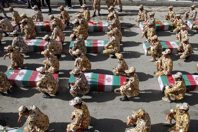 إعادة جثمان 60 شهيد من الدفاع المقدس إلى إيران