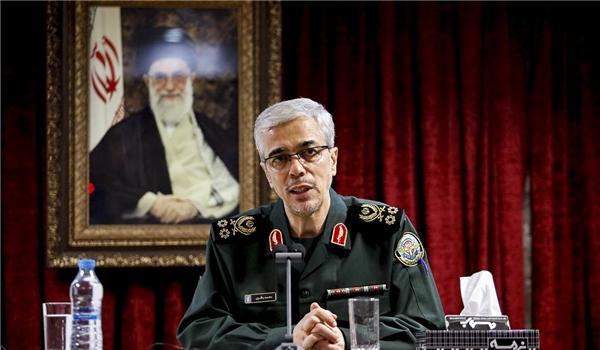 اللواء باقري يثمّن المواقف الثورية لقائد الجيش الإيراني