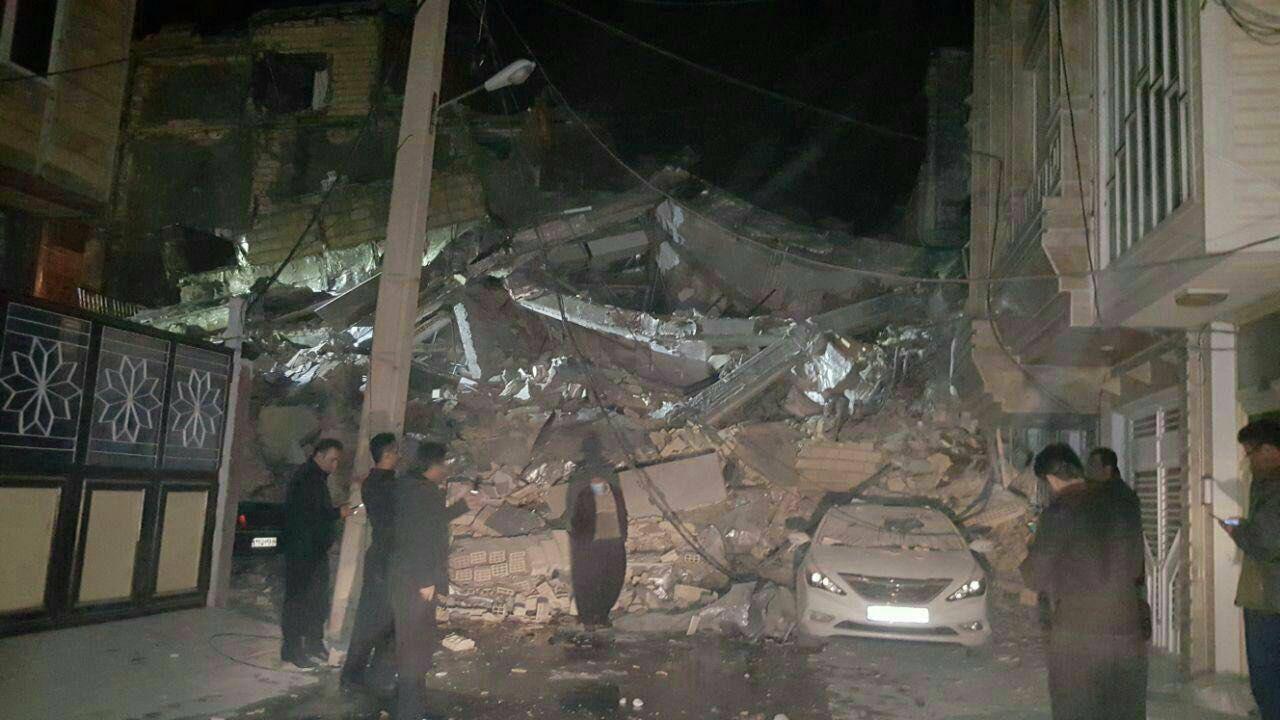 زلزال غرب ايران هز مناطق واسعة في المنطقة/ 155 قتیل و 1500 جریح