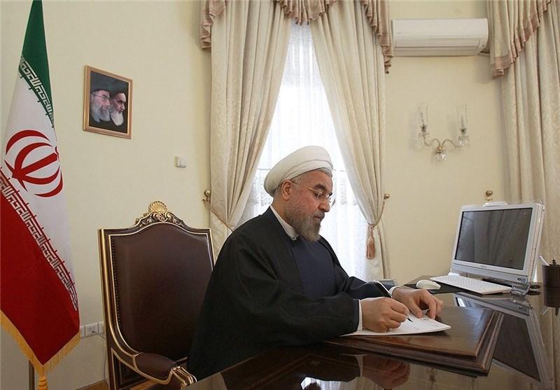 روحاني يصدر تعليماته بتعبئة الإمكانات لمساعدة المتضررين من الزلزال