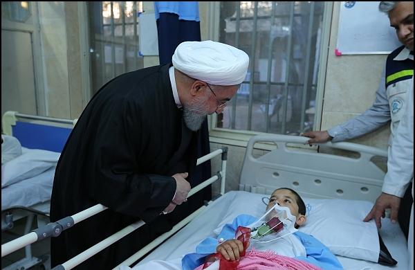 بالصور: الرئيس روحاني يتفقد المناطق المنكوبة بالزلزال
