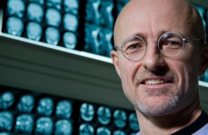 جراح إيطالي يعلن نجاح أول عملية زرع رأس إنسان
