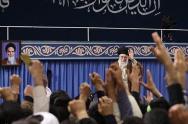 قائد الثورة: وصم ترامب للشعب الايراني بالارهاب دليل حماقة