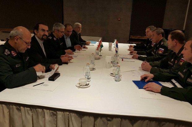 اللواء باقري يلتقي رئيس هيئة أركان الجيش الروسي