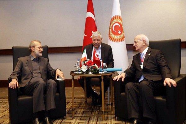 لاريجاني: التعاون الثلاثي بين طهران وانقرة وموسكو تجسد في القضاء على داعش