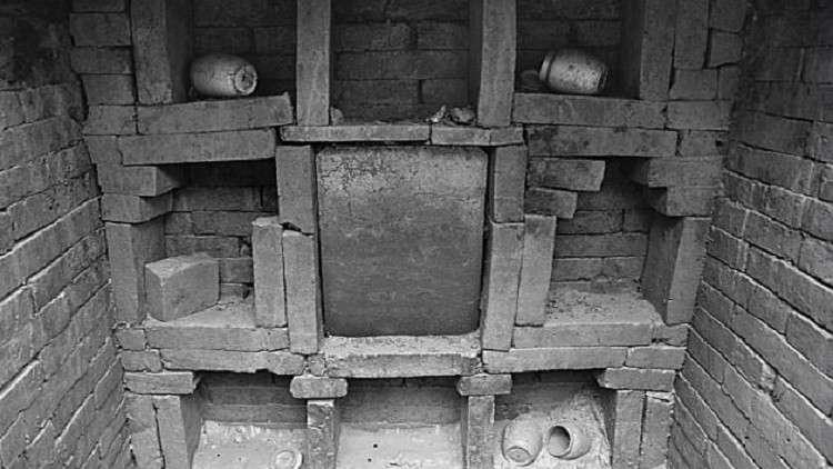 قصة كفاح مثيرة تخفيها مقبرة عمرها 800 عام+صور