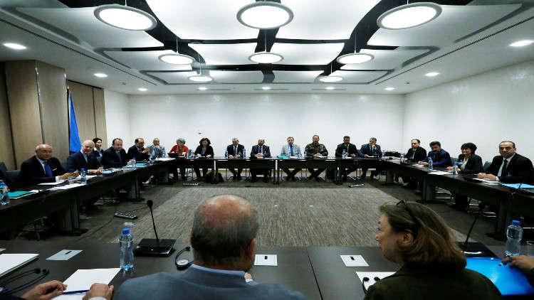 المعارضة السورية تبحث في الرياض تشكيلة وفدها إلى جنيف