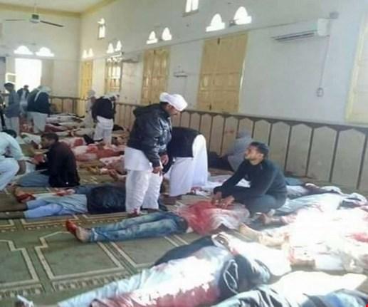 هجوم دام على مسجد بسيناء والسيسي يتوعد