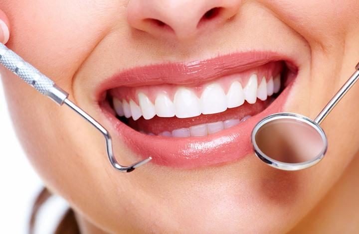 دونا موديرنا: تعرف على طرق طبيعية لتبييض الأسنان