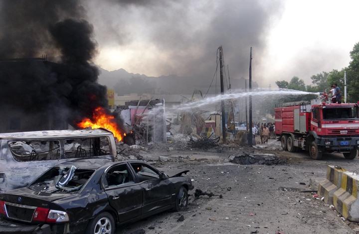 انفجار سيارة ملغومة أمام وزارة المالية اليمنية في عدن