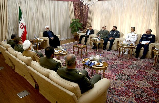 روحاني: الاقتدار العملي للقوات المسلحة رهن بتحديث التجهيزات العسكرية