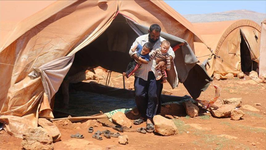 الأمراض المعدية.. خطر يداهم مخيمات النازحين بإدلب مع حلول الشتاء