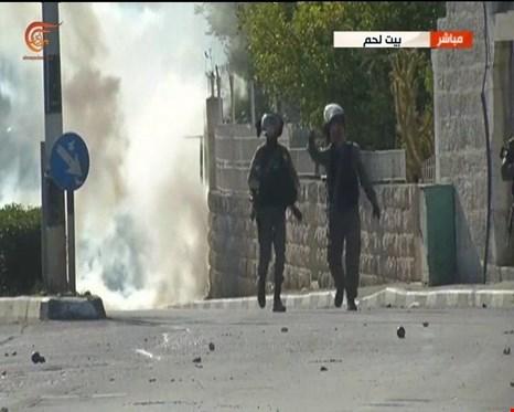 مظاهرات فلسطينية في تل أبيب ومواجهات في الضفة وقطاع غزة