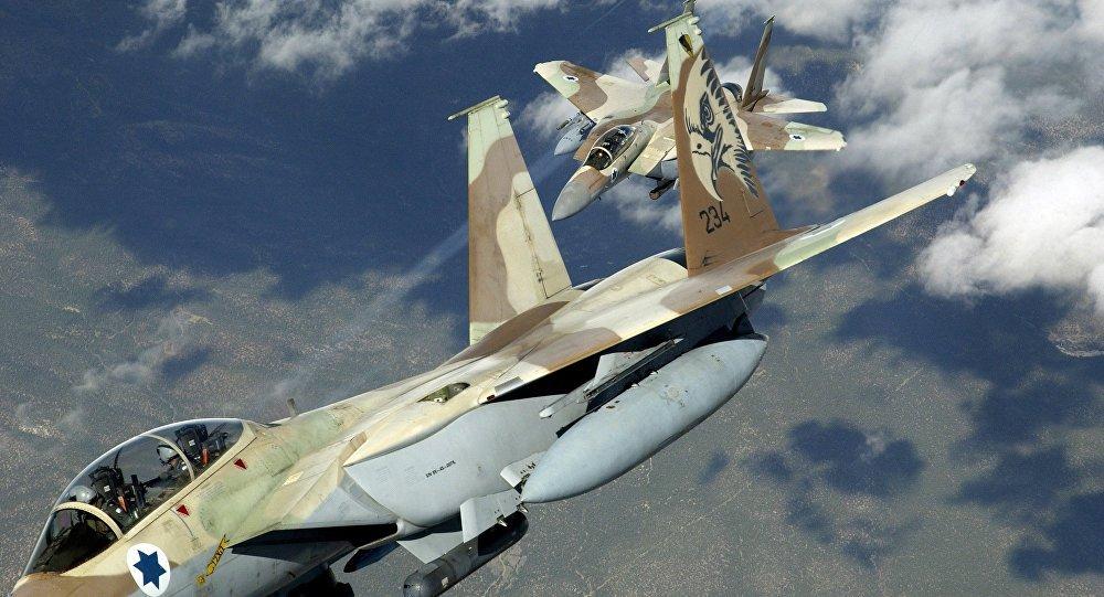 الطائرات الحربية الإسرائيلية تستهدف بالصواريخ قطاع غزة