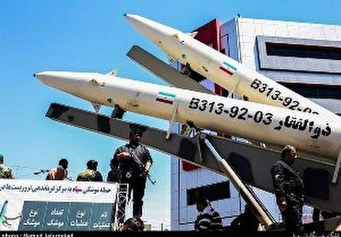 """بالصور: عرض صاروخ """" ذوالفقار"""" الباليستي في طهران"""
