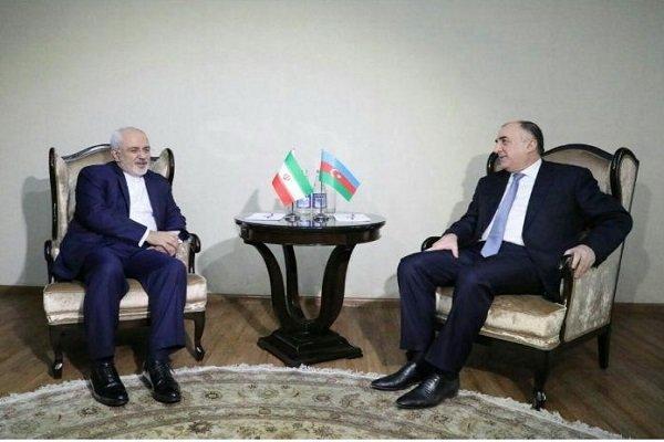 ظريف يلتقي بنظيره الأذربيجاني قبيل عقد الاجتماع الثلاثي في