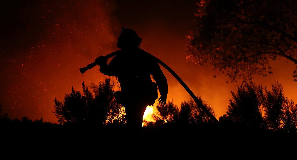 حريق غابات كاليفورنيا يصبح الأكبر في تاريخ الولاية