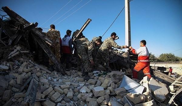 مساعد الرئيس الايراني يتفقد المناطق المتضررة بالزلزال بمحافظة كرمان