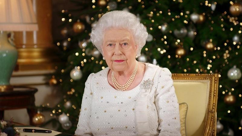 صور.. الملكة إليزابيث الثانية تسجل احتفال الكريسماس فى قصر باكنجهام