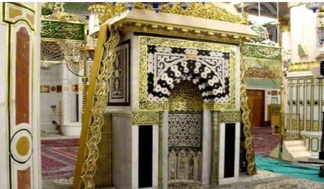بعد توقف ربع قرن.. أئمة المسجد النبوي يعودون لإمامة المصلين من محراب الرسول الكريم