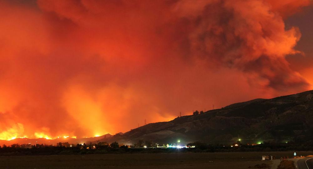 إجلاء 212 ألف شخص بسبب اشتداد حرائق الغابات في كاليفورنيا