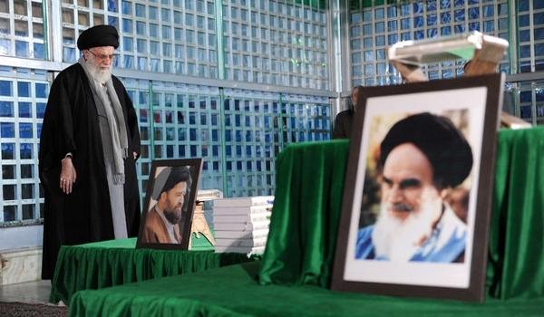 قائد الثورة الاسلامية يزور مرقد الامام الخميني الراحل