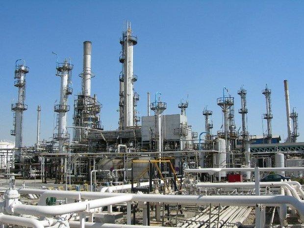 التوقيع على عقود نفطية بقيمة 8.6 مليار دولار لتطوير مصافي النفط الايرانية